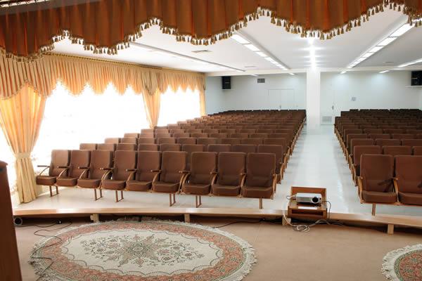 آمفی تئاتر - اعتمادی